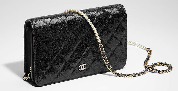 Chanel-Pearl-Wallet-On-Chain-4