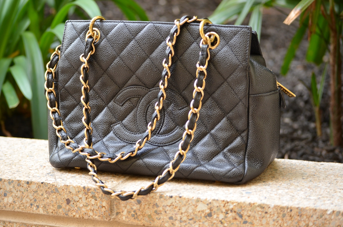 Review Of The Chanel Petite Shopping Tote Big Fan Of